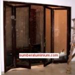 Pintu Lipat Aluminium Urat Kayu