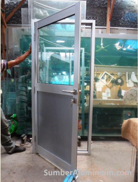 Pintu aluminium Swing Kaca