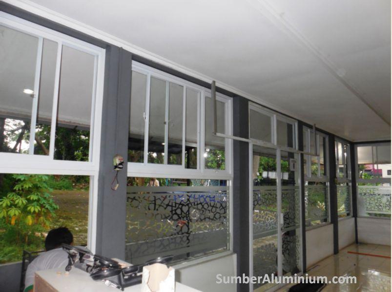 Kusen dan Pintu Sliding Aluminium Putih